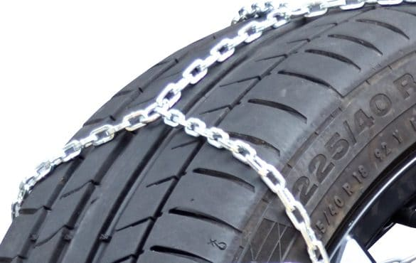 XK9 snow chain close-up